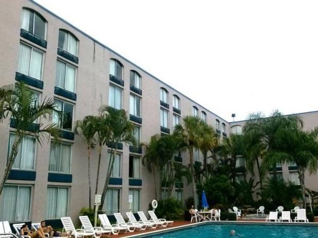 Ramada Plaza Ft Lauderdale Hotel In
