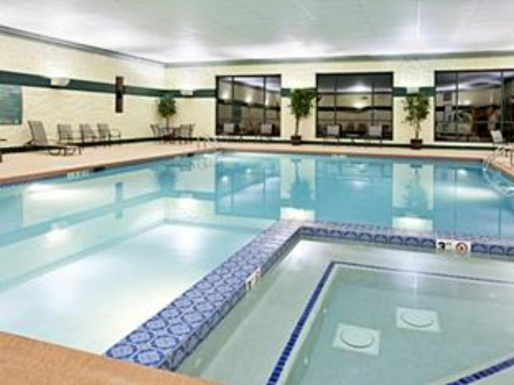 Piscina Holiday Inn Hotel & Suites Bolingbrook