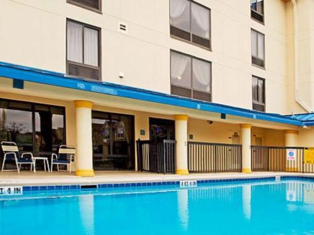 Piscina Holiday Inn Express Hotel & Suites Jacksonville-South