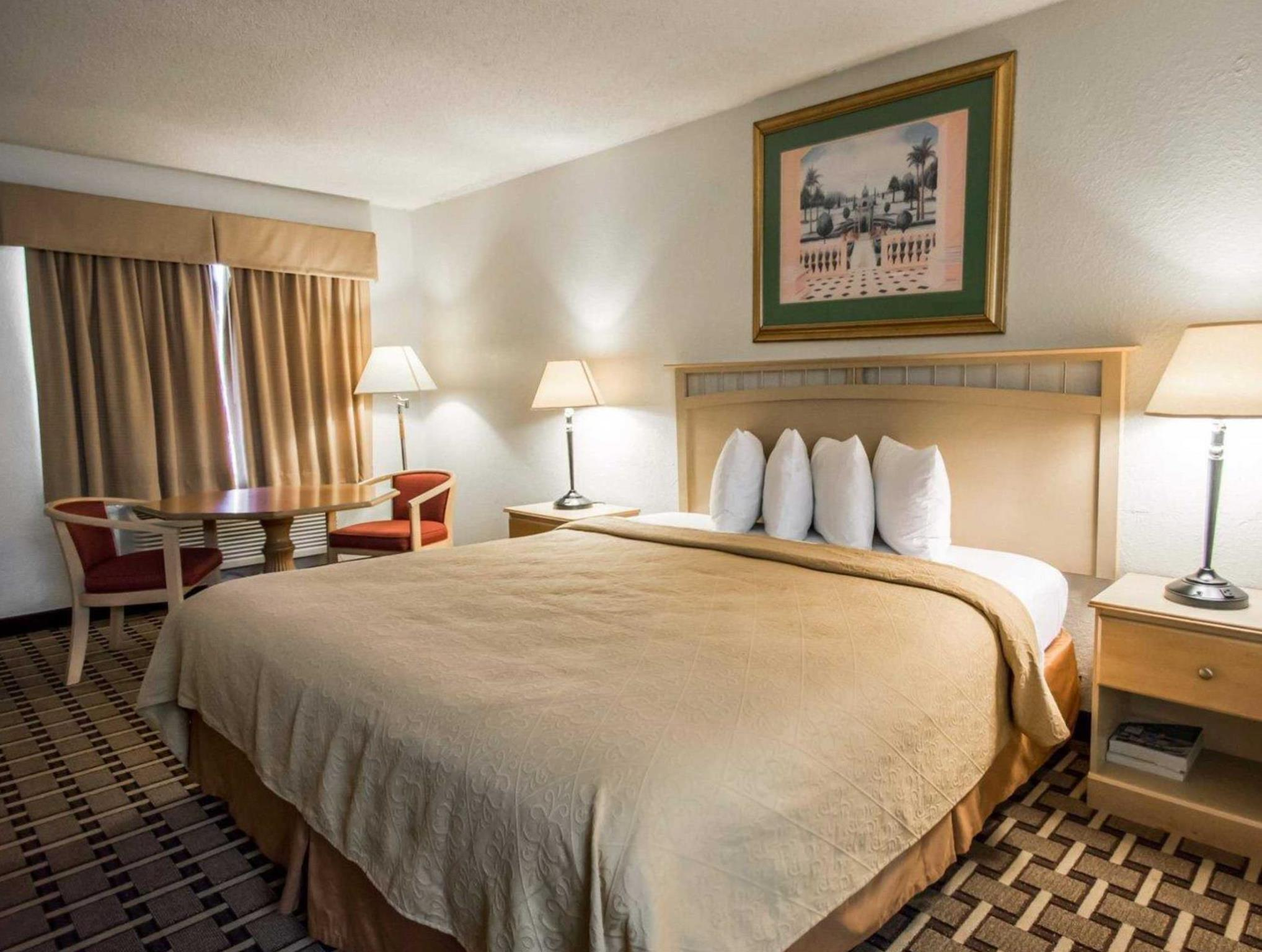 Quality Inn and Suites Eastgate Kissimmee in Orlando (FL) - Room Deals, Photos & Reviews