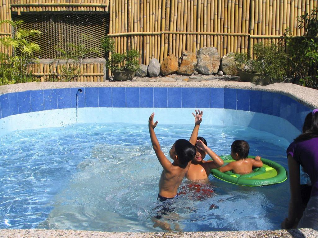 Aplaya del subic capati beach resort in subic zambales room deals photos reviews for Subic resorts with swimming pool