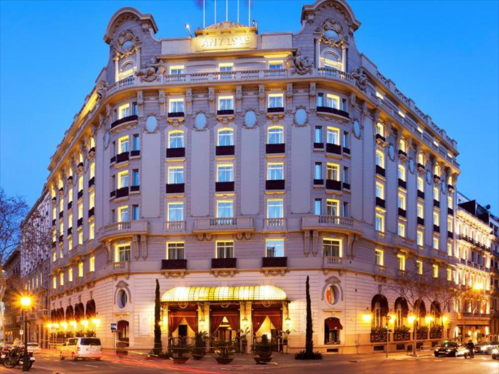 More about El Palace Hotel