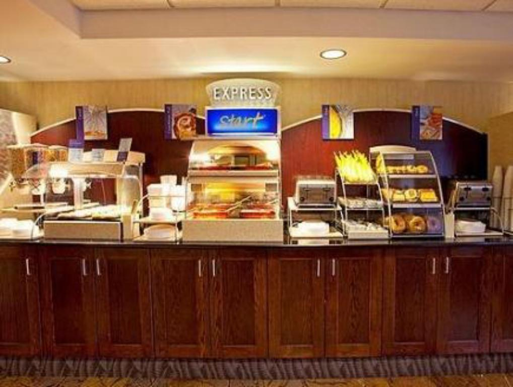 Buffet Holiday Inn Express Rochester - Greece
