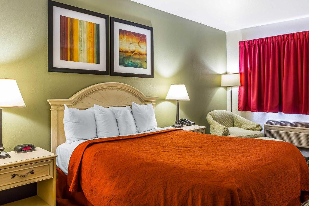 Queen Room - Non-Smoking Quality Inn Salinas