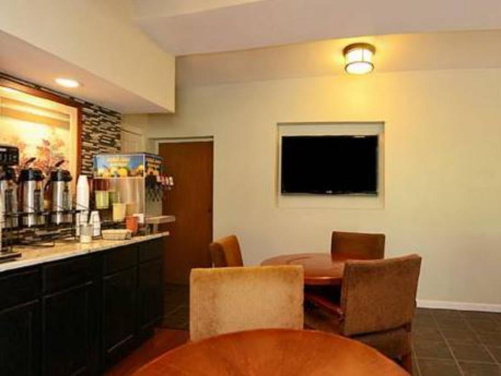 Pemandangan dalam Lexington Inn & Suites - Elgin, IL