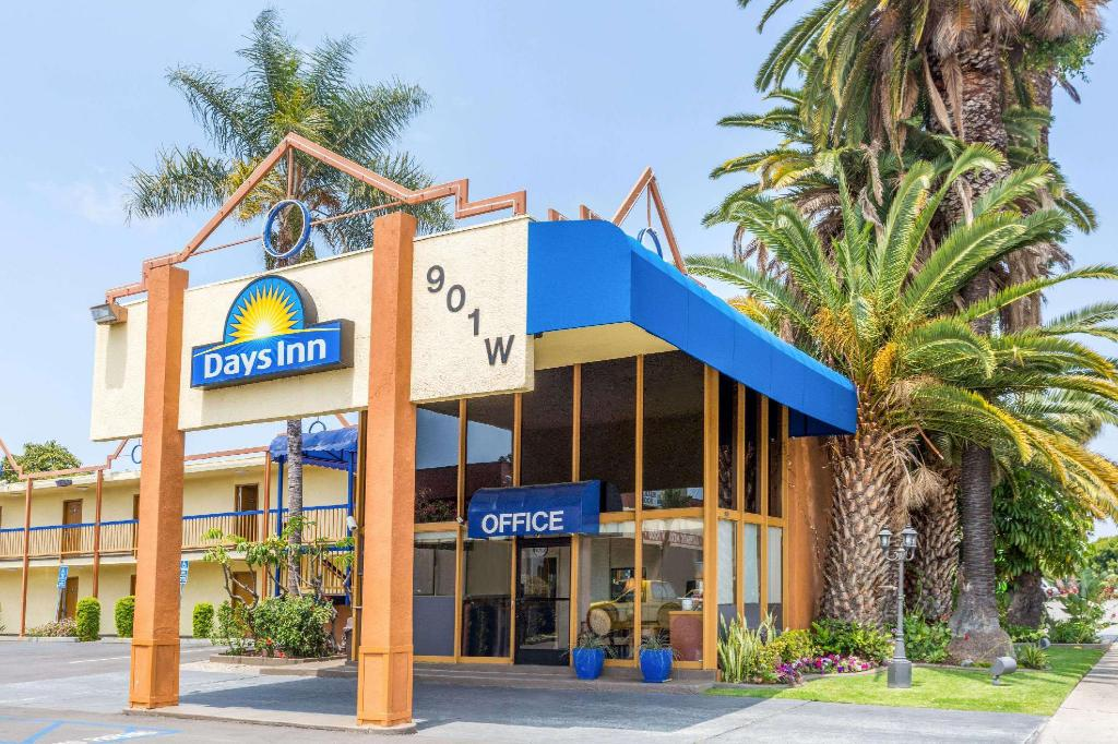 Exterior view Days Inn by Wyndham Los Angeles LAX/VeniceBch/Marina DelRay