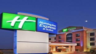 Holiday Inn Express Suites Litchfield