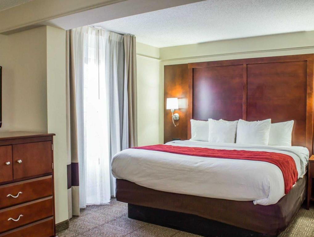 Люкс Four Points by Sheraton Greensboro Airport