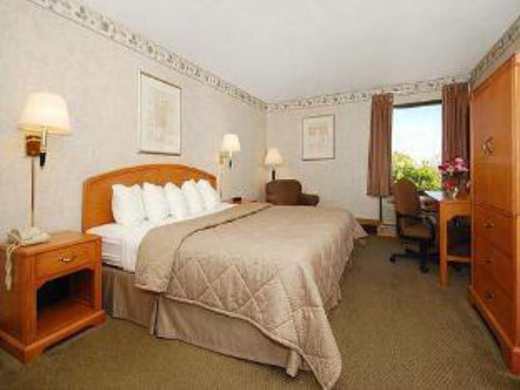 Junior Suite - Guestroom Quality Inn and Suites Johnstown