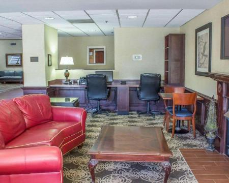 Лобби Four Points by Sheraton Greensboro Airport