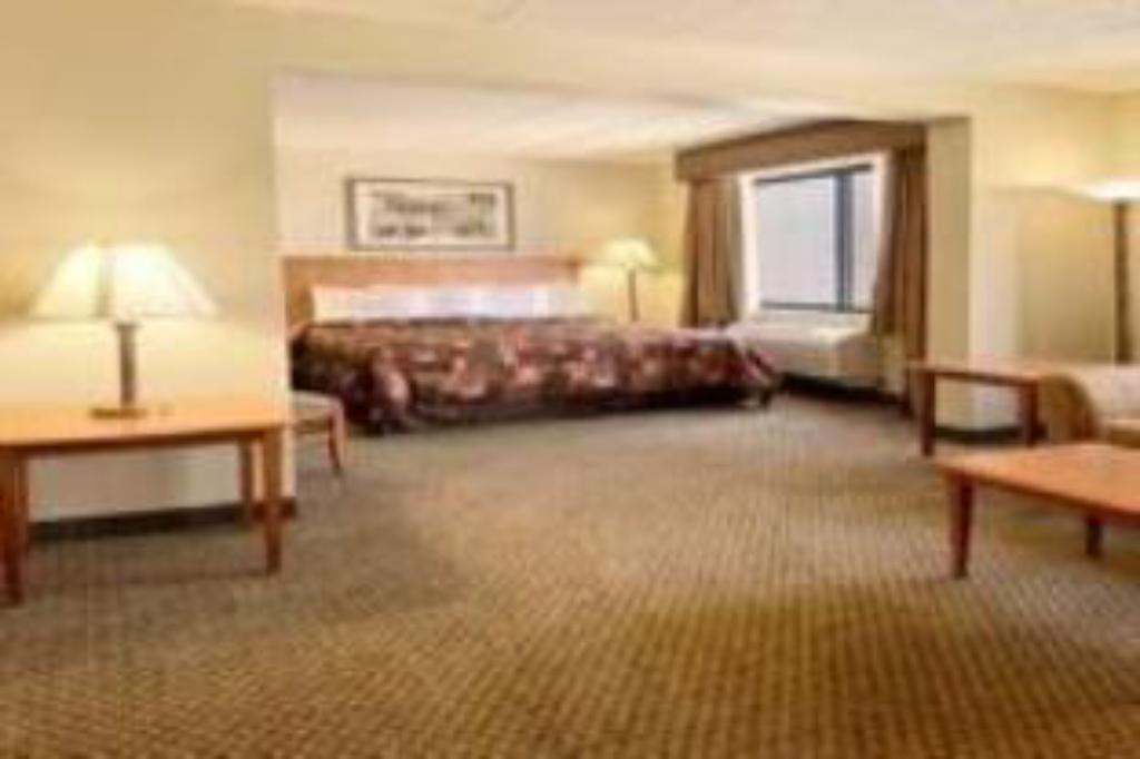 Alle 27 ansehen Best Western Plus Coon Rapids North Metro Hotel