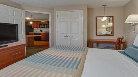 Standard Accessible Queen Bed - Guestroom Candlewood Suites Fort Lauderdale Airport-Cruise