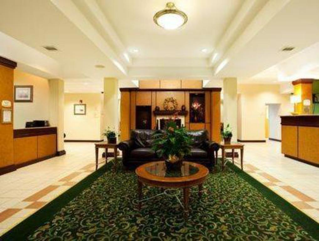 Lobi Holiday Inn Express New Orleans East