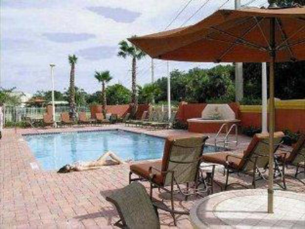 Holiday Inn Express Hotel Suites Fort Lauderdale Airport Cruise Port In Fort Lauderdale Fl: holiday inn hotels with swimming pool