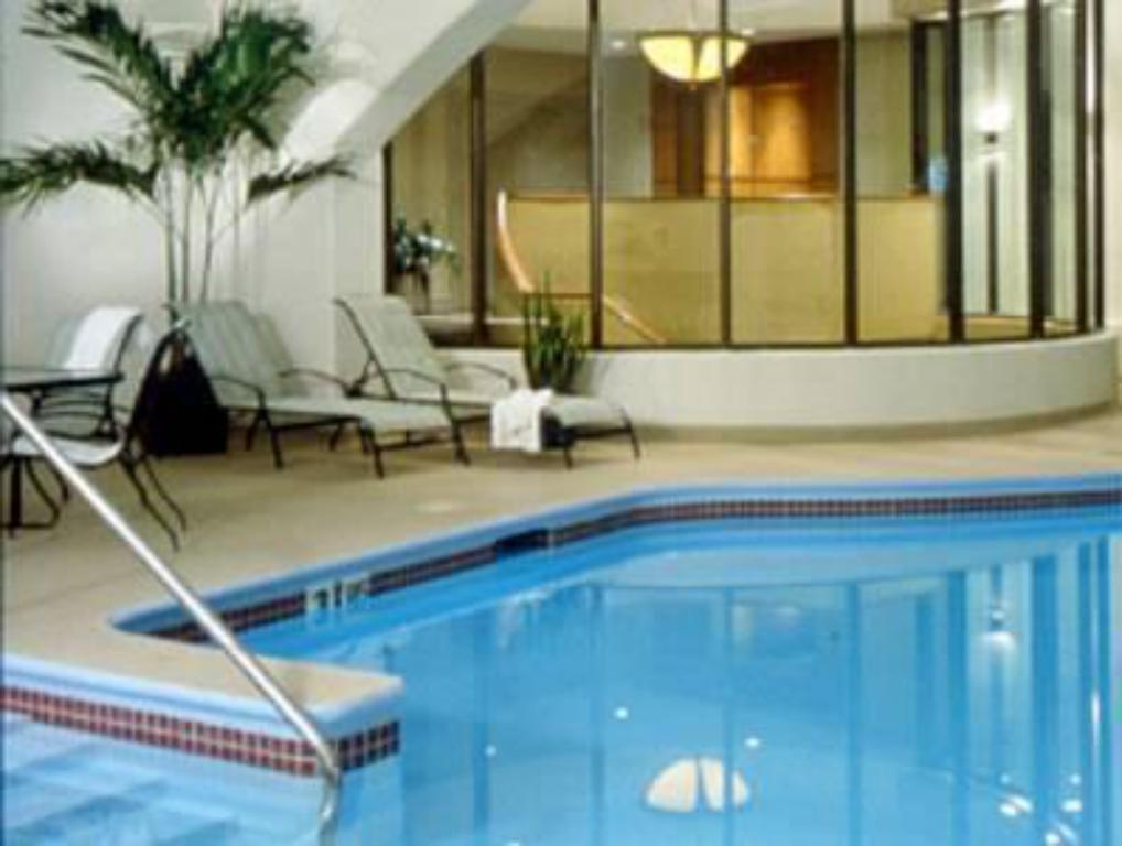 Swimming pool Radisson Hotel Milwaukee West