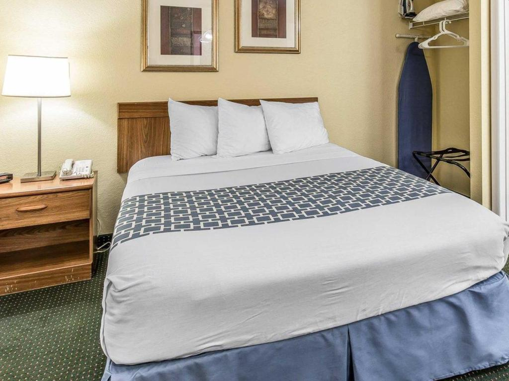 1 Queen Bed Nonsmoking Suburban Extended Stay Hotel Fort Myers Cape Coral