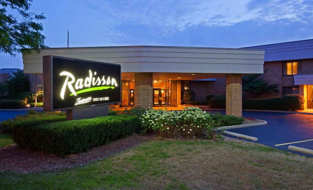 Radisson hotel milwaukee north shore in glendale wi - Washington park swimming pool milwaukee ...