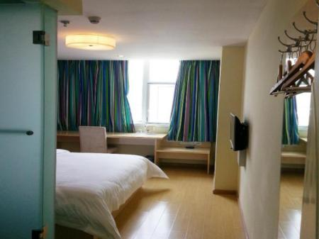 Kamar Tidur Standard Queen 7 Days Inn Baiyin Ren Min Road Coach Station Branch