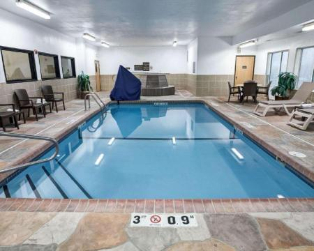 Peldbaseins Comfort Suites Kansas City-Liberty