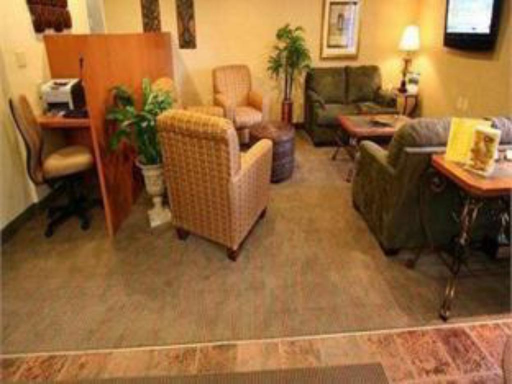 Lobby Candlewood Suites Louisville Airport