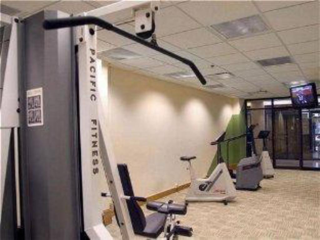 Fitness center Holiday Inn Express Cleveland Downtown