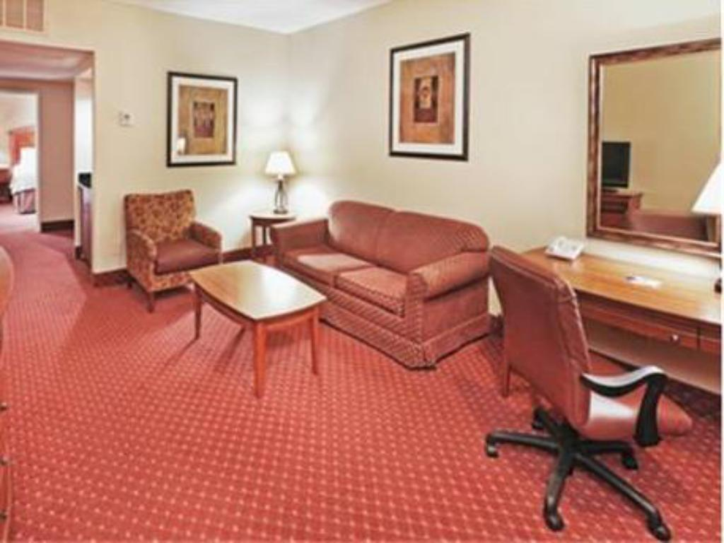 Tampilan interior Holiday Inn Express Hotel and Suites Oklahoma City - Airport - Meridian Avenue