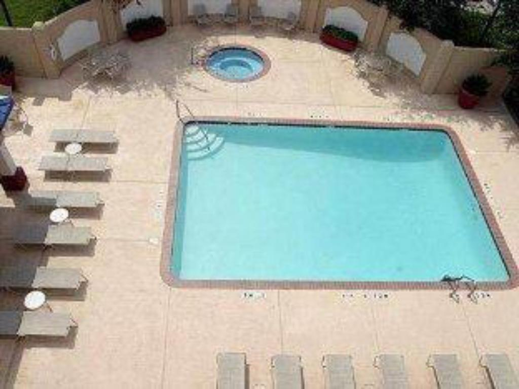 Piscina Holiday Inn Express Hotel and Suites Fort Worth/I-20