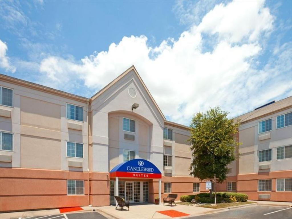 Vairāk par Candlewood Suites Dallas, Fort Worth/Fossil Creek