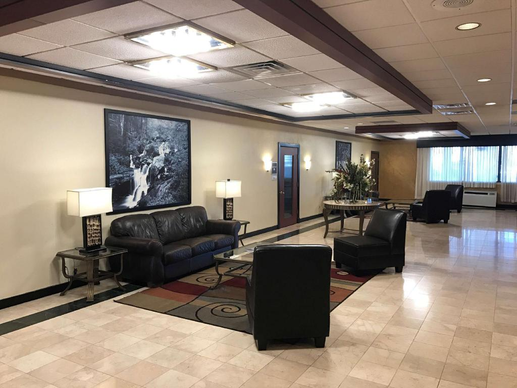 Lobby Best Western Plus Milwaukee Airport Hotel & Conference Center