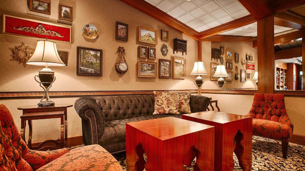 Лобби Best Western Plus The Normandy Inn and Suites