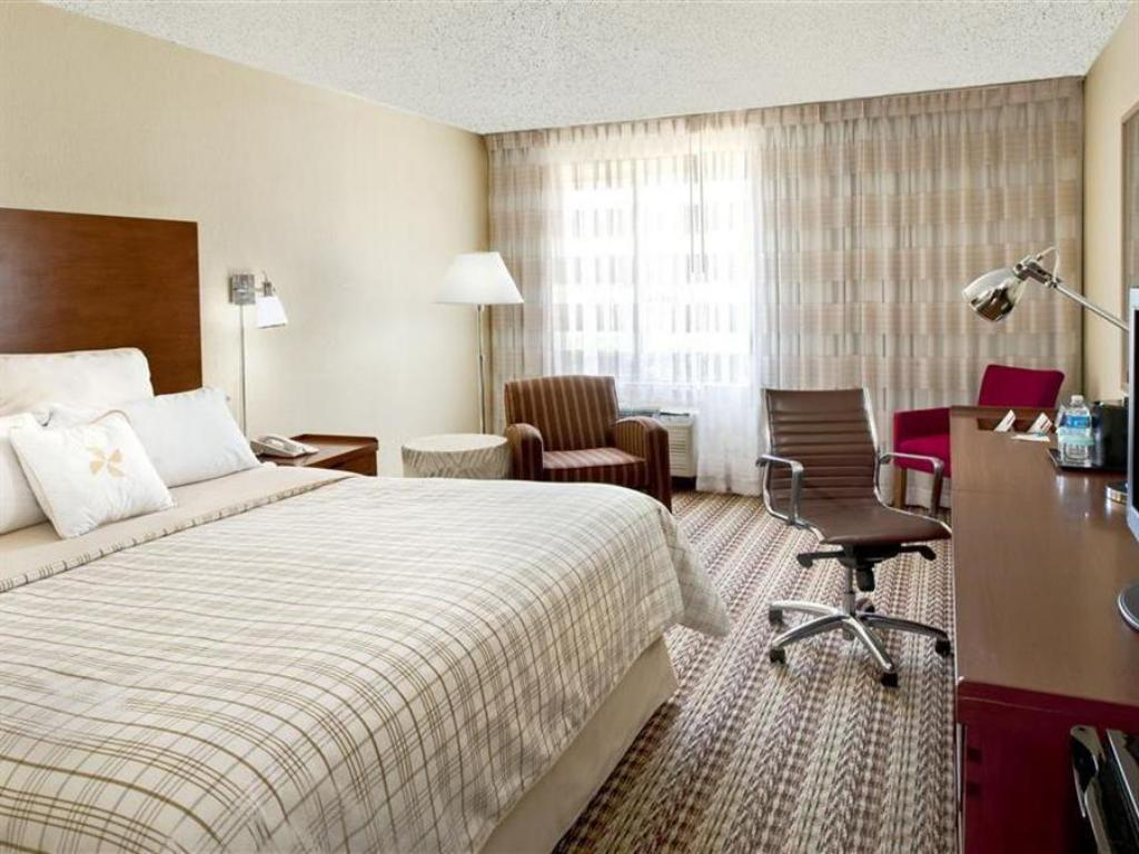 Phòng King Four Points by Sheraton Oklahoma City Airport