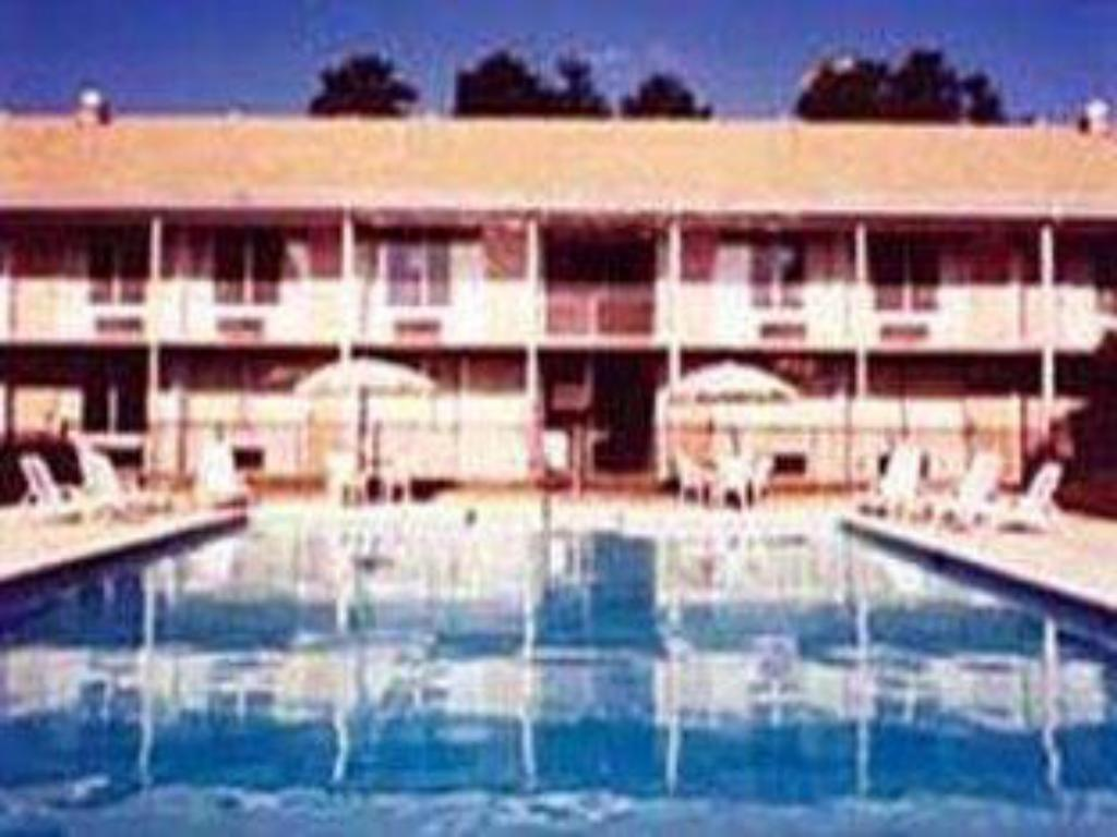 Swimming pool Travel Inn