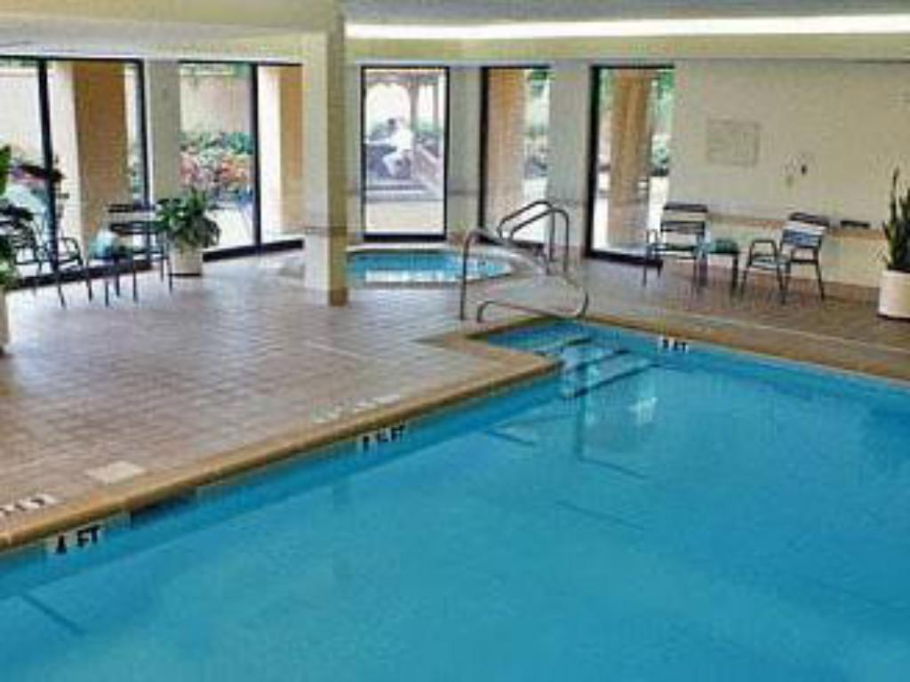 Best price on courtyard by marriott birmingham colonnade - Hotels with swimming pools in birmingham ...