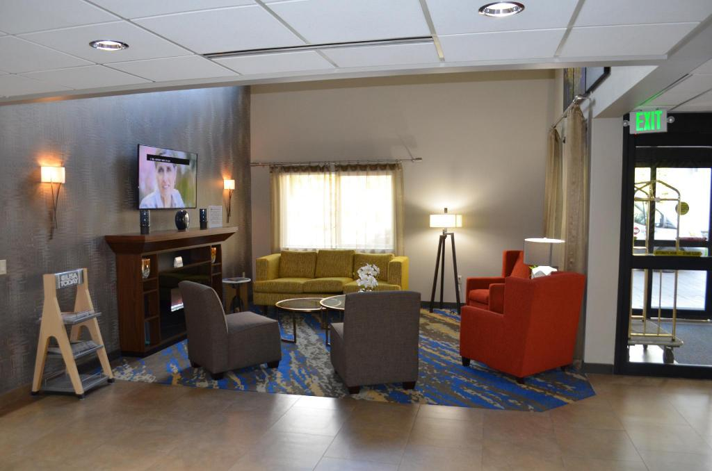 Лоби Best Western Plus Portland Airport Hotel & Suites
