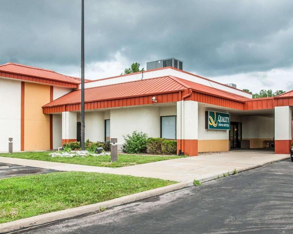 Quality Inn and Suites Kansas City I-435N Near Sports Complex