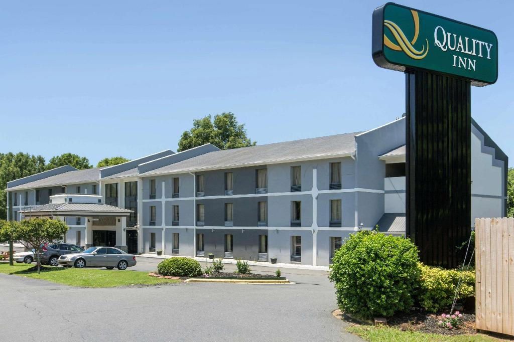 Quality Inn Airport-Near Uptown