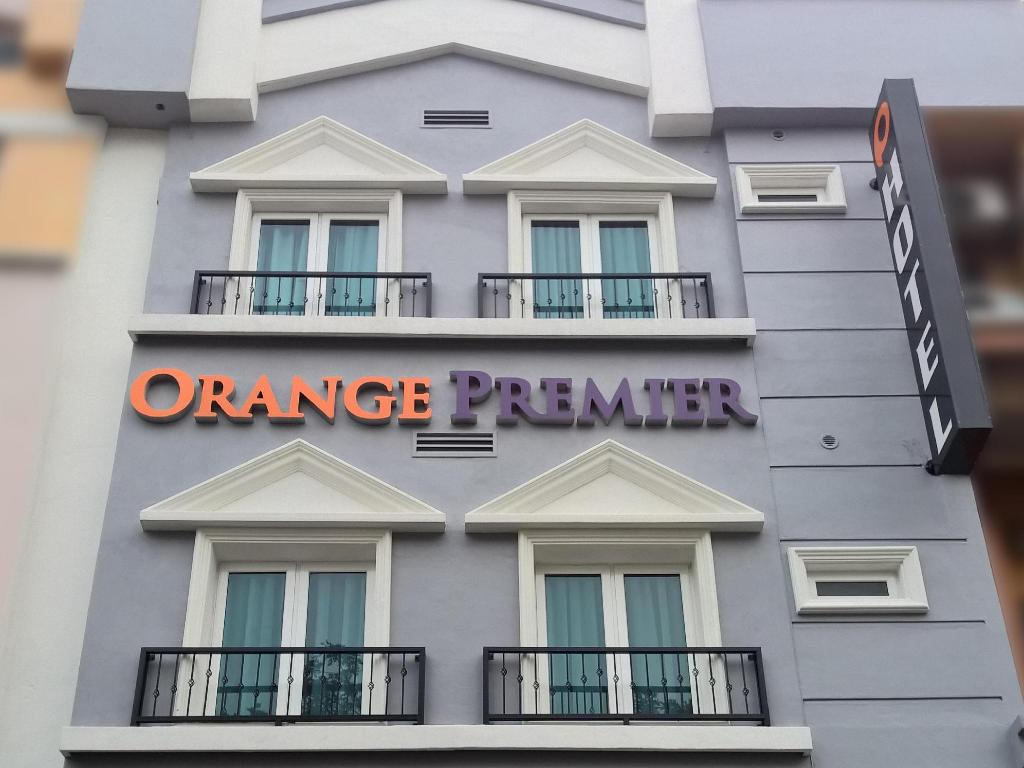 Exterior view Orange Premier Hotel Wangsa Maju