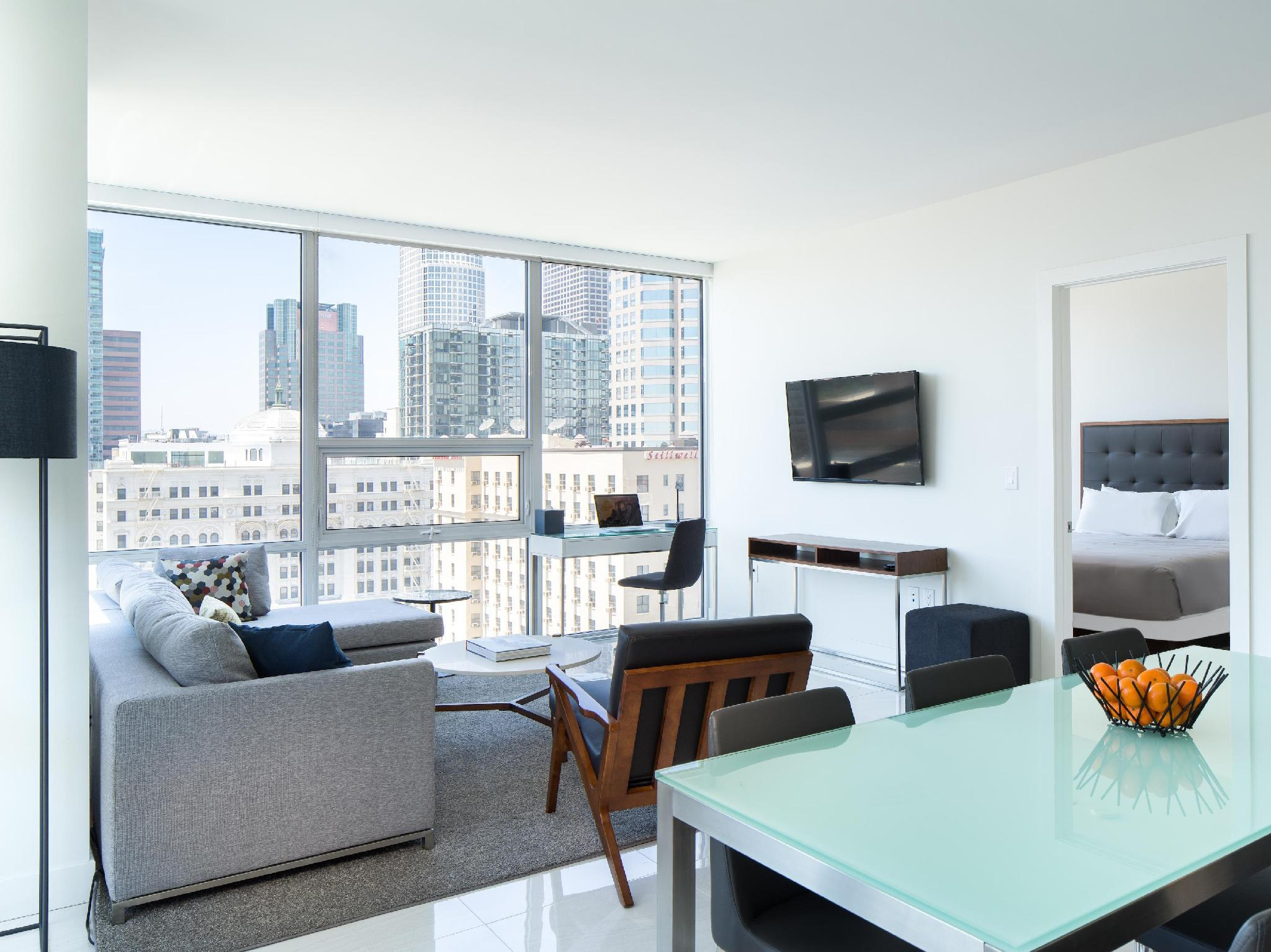 Deluxe One-Bedroom Suite - High Floor