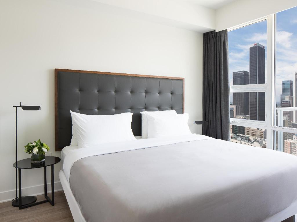 Standard One-Bedroom Suite - Bed LEVEL Furnished Living Suites Downtown Los Angeles