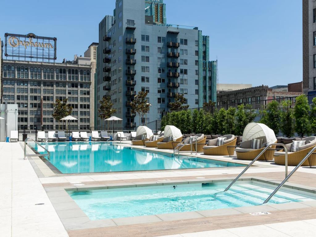 Swimming pool LEVEL Furnished Living Suites Downtown Los Angeles