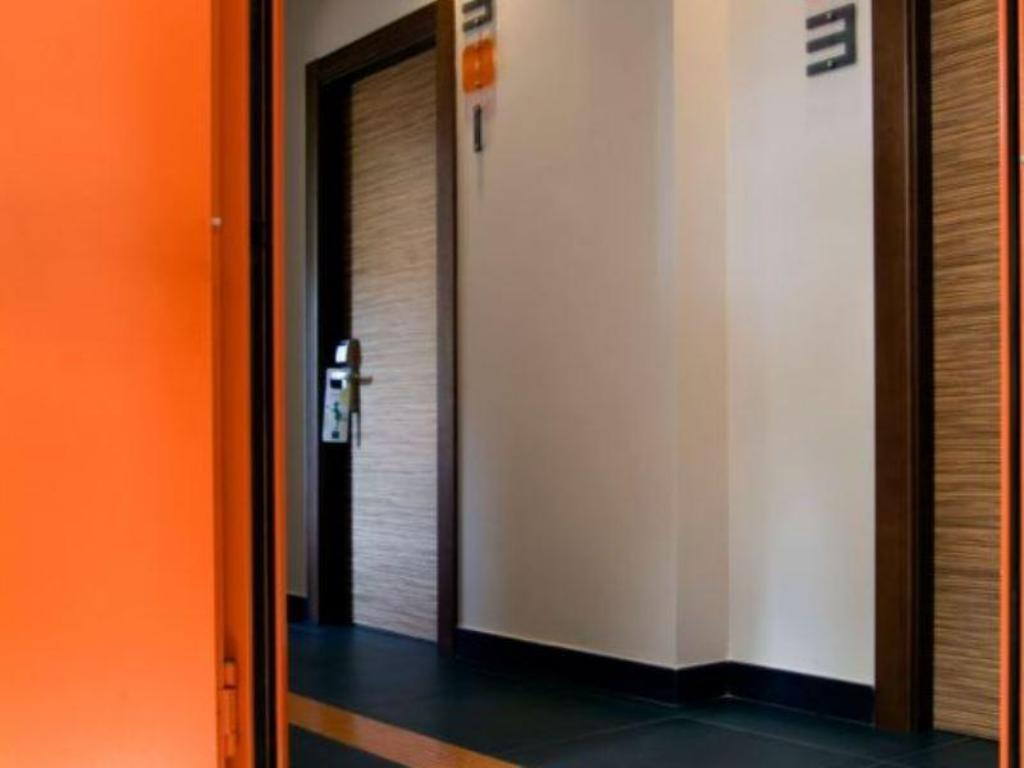 best price on orange hotel in rome + reviews