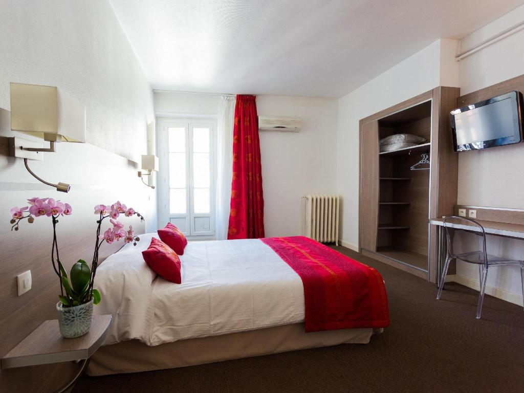 Standard Double Room - Guestroom Hotel Europe Grenoble Hyper-Centre