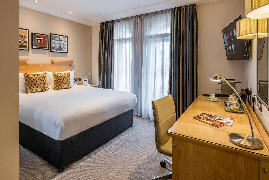 Standard Double - Room plan Amba Hotel Charing Cross
