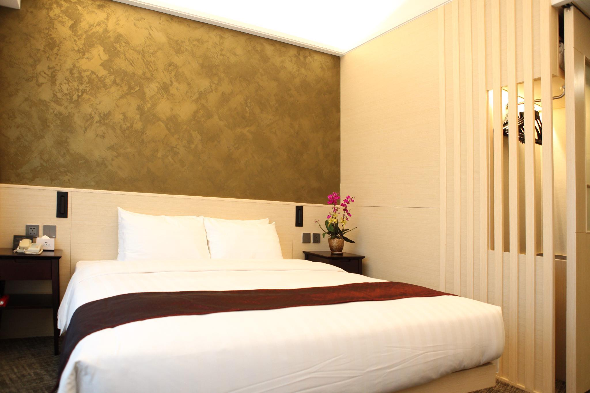 Premier Room 1 King Bed