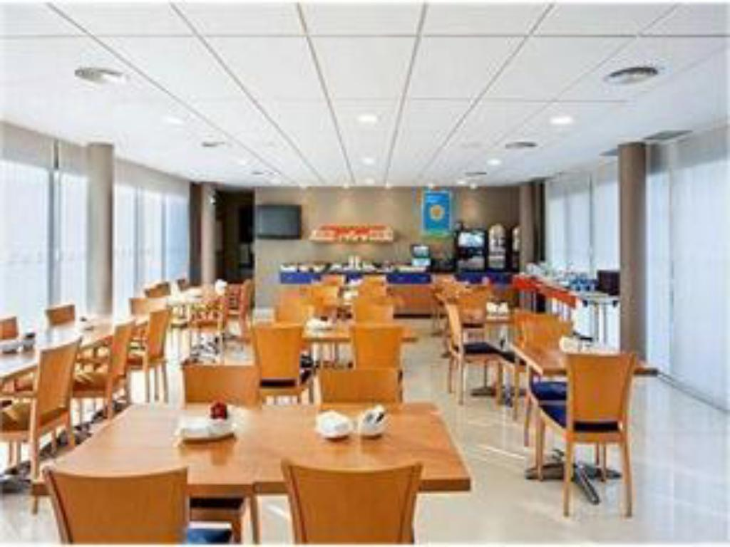 בית קפה Holiday Inn Express Onda Provincia De Castellon