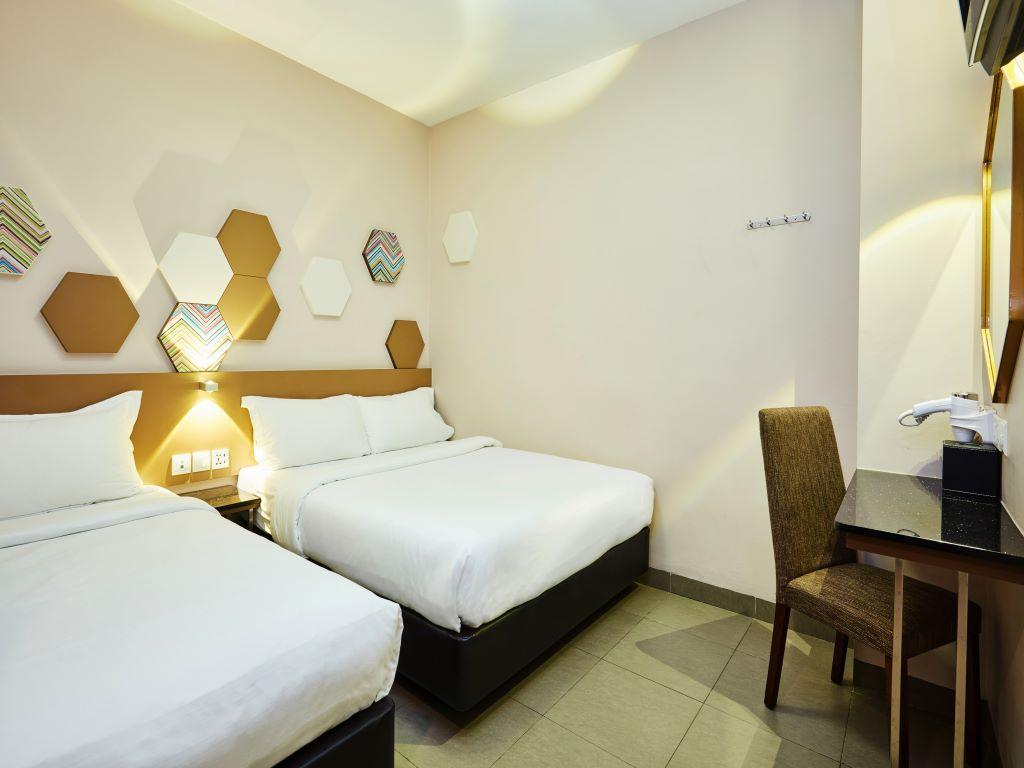 Standard Room with 1 double bed and 1 single be d