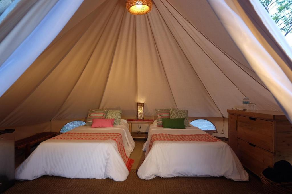 Glamping Bell Tent - Bed Bluewater Sumilon Island Resort