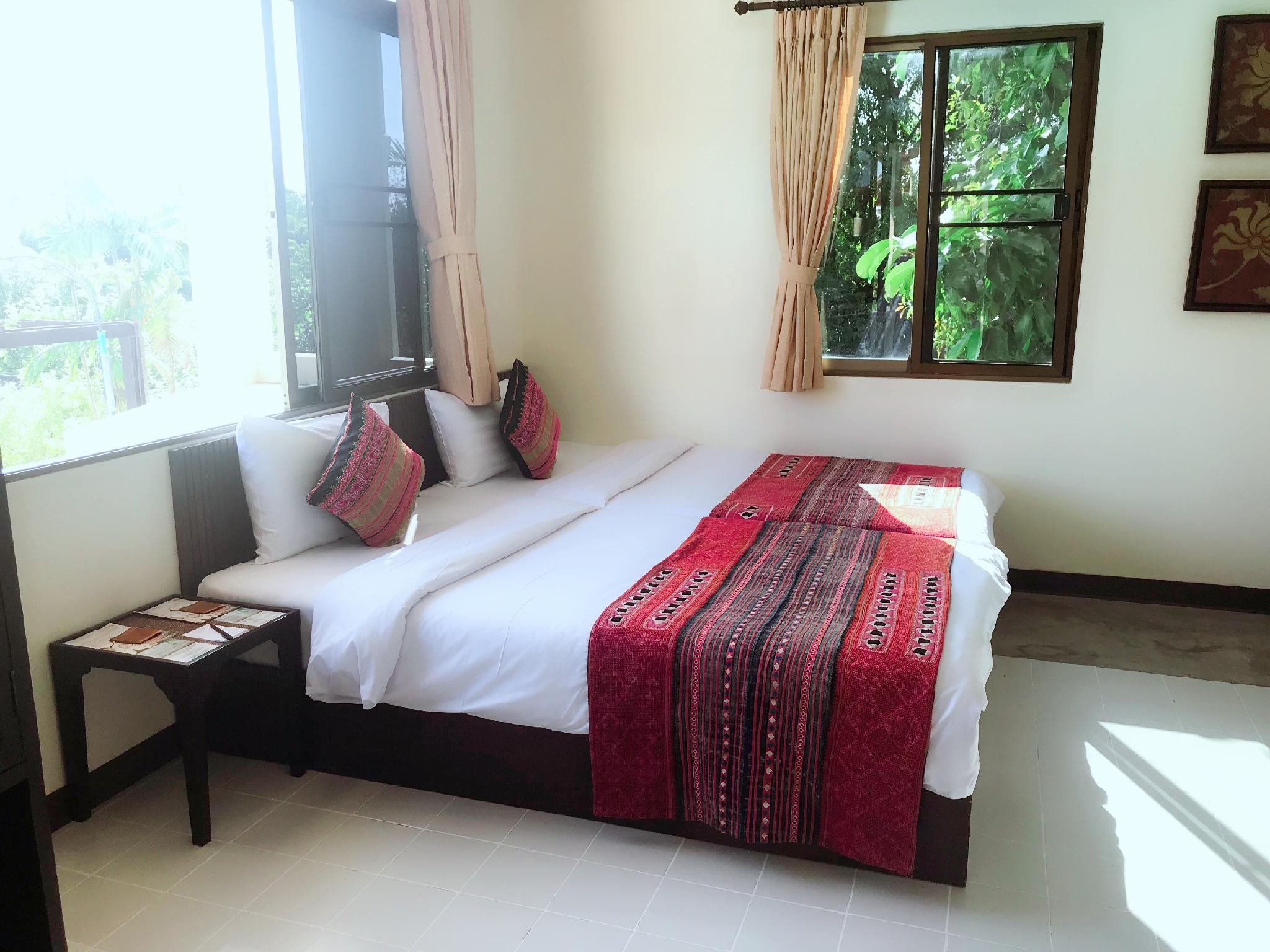 Deluxe Suite Room, 1 Bedroom Larger Suite, 1 King, City view