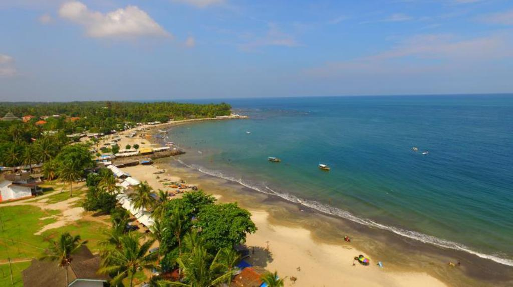 pláž The Jayakarta Anyer Beach Resorts