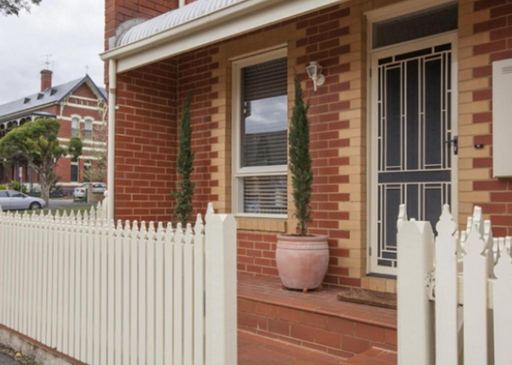 3 Bedroom Apartment - Villa/Bungalow Boutique Stays - Melrose Terrace, Townhouse in North Melbourne